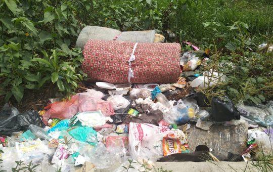 warga membuang sampah sembarangan semakin marak di Kota Metro