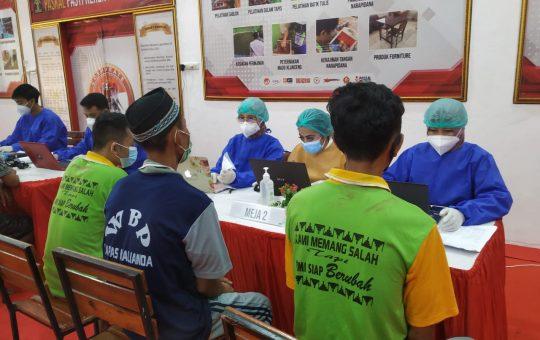 380 Warga Binaan Pemasyarakatan Lapas Kalianda Divaksin Covid - 19 Dosis Pertama, Kalapas: Kami Akan Terus Terapkan 5M