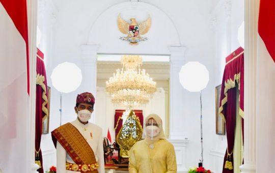 Pimpin Upacara di Istana Merdeka, Presiden Jokowi Kenakan Pakaian Adat Lampung