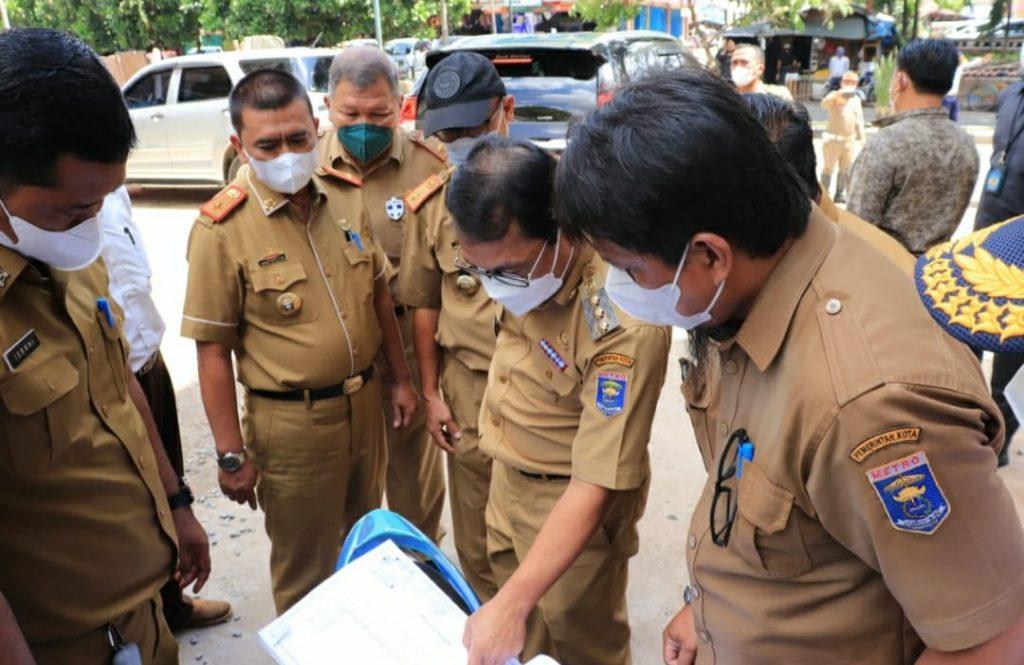 Walikota Metro meninjau pembangunan pertokoan di Jl. Jend. Sudirman