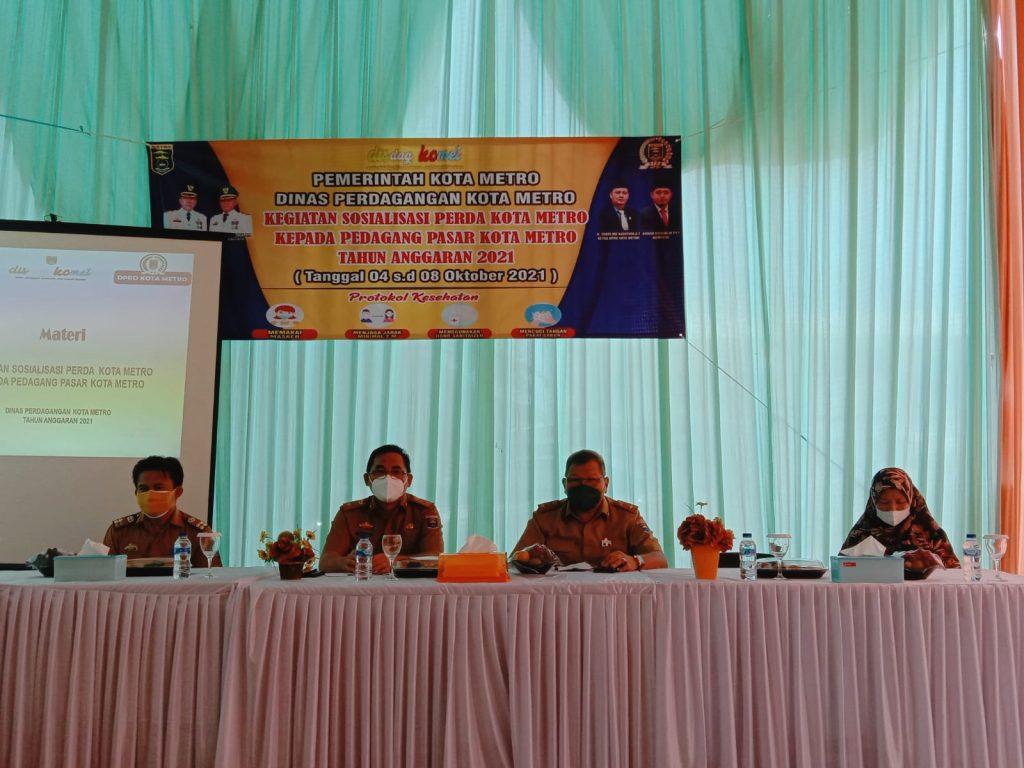Komisi III DPRD Kota Metro bersama Pemkot Metro Sosialisasikan Perda Kepada Pedagang